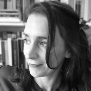 Image of author Emily Barr in black and white